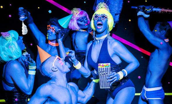 https://madridmuseumtours.com/wp-content/uploads/2017/06/gay-parade.jpg