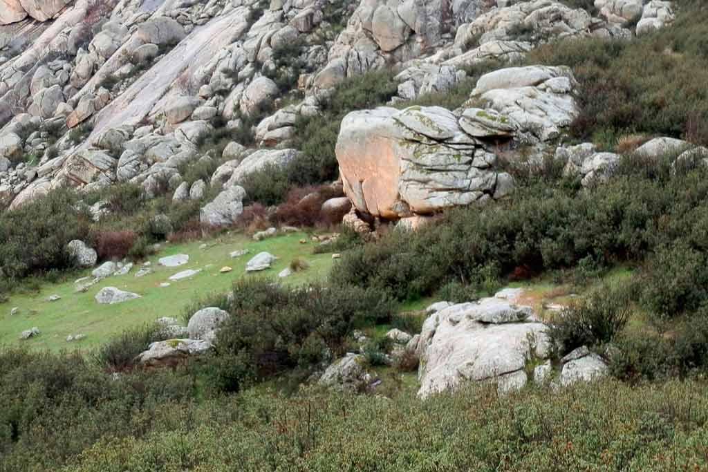 manzanares-del-real-castle-hiking-mountains-madrid-north