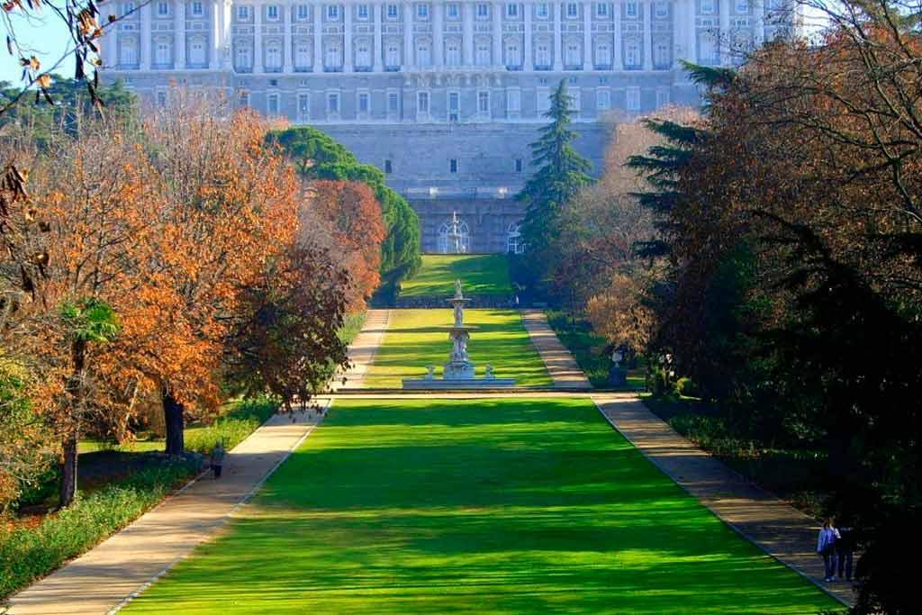 royal-palace-gardens