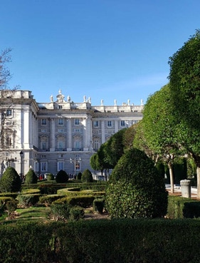 Royal-Palace-neighborhood